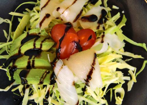 Salat med hellefisk og avocado